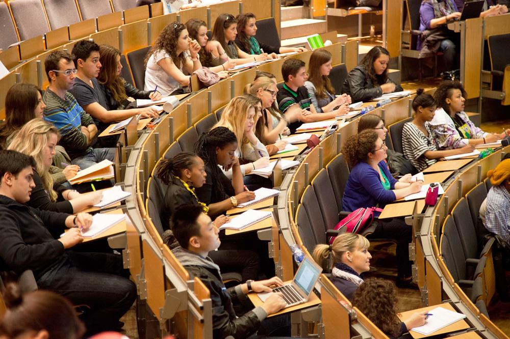 Studenti in aula universitaria